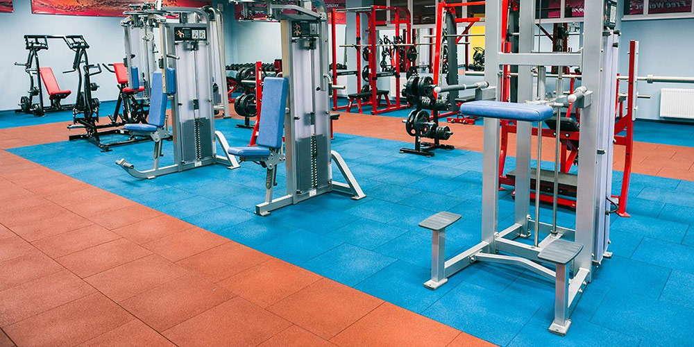 Спортивные залы, в частности залы тяжелой атлетики